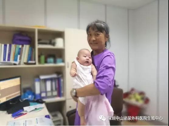 胡晓东主任和宝宝合影